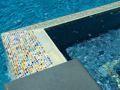 A range of hues within the glass tile picks up on the other natural materials used throughout the project.